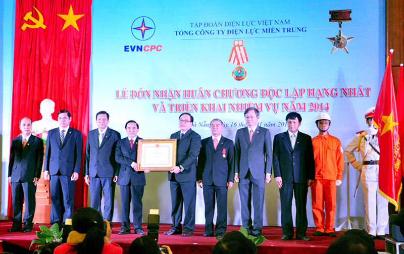 Deputy Prime Minister, Mr. Hoang Trung Hai, awarded the First Rank Independence Medal to EVNCPC (2014)