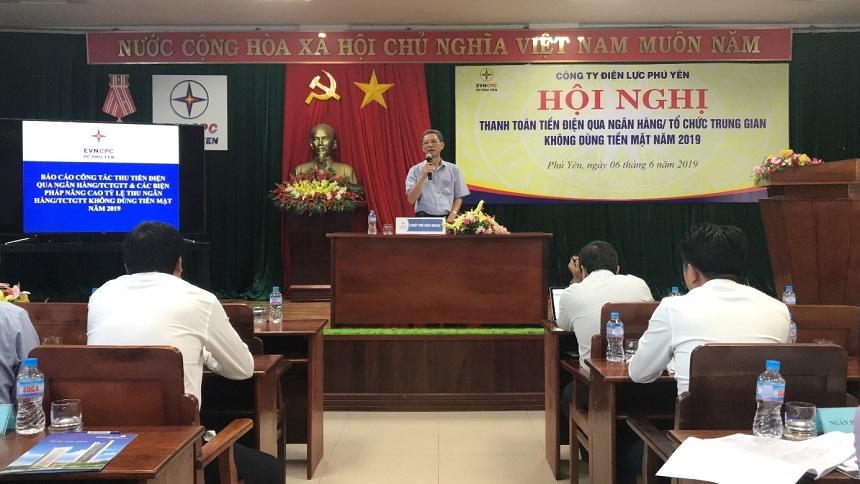 Công đoàn PC Phú Yên: Đồng hành cùng chuyên môn trong công tác phát triển khách hàng không dùng tiền mặt