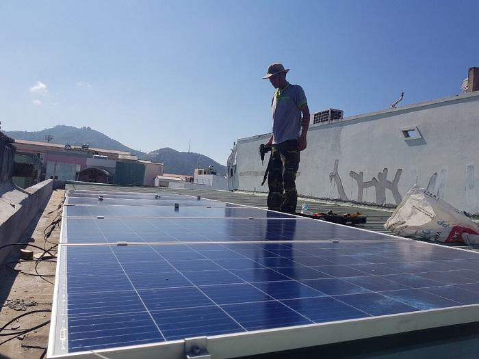 Hiệu quả từ việc sử dụng điện mặt trời áp mái