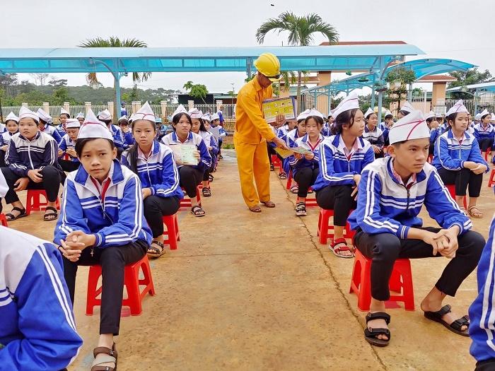 PC Đắk Nông: Tuyên truyền tiết kiệm và an toàn điện cho học sinh
