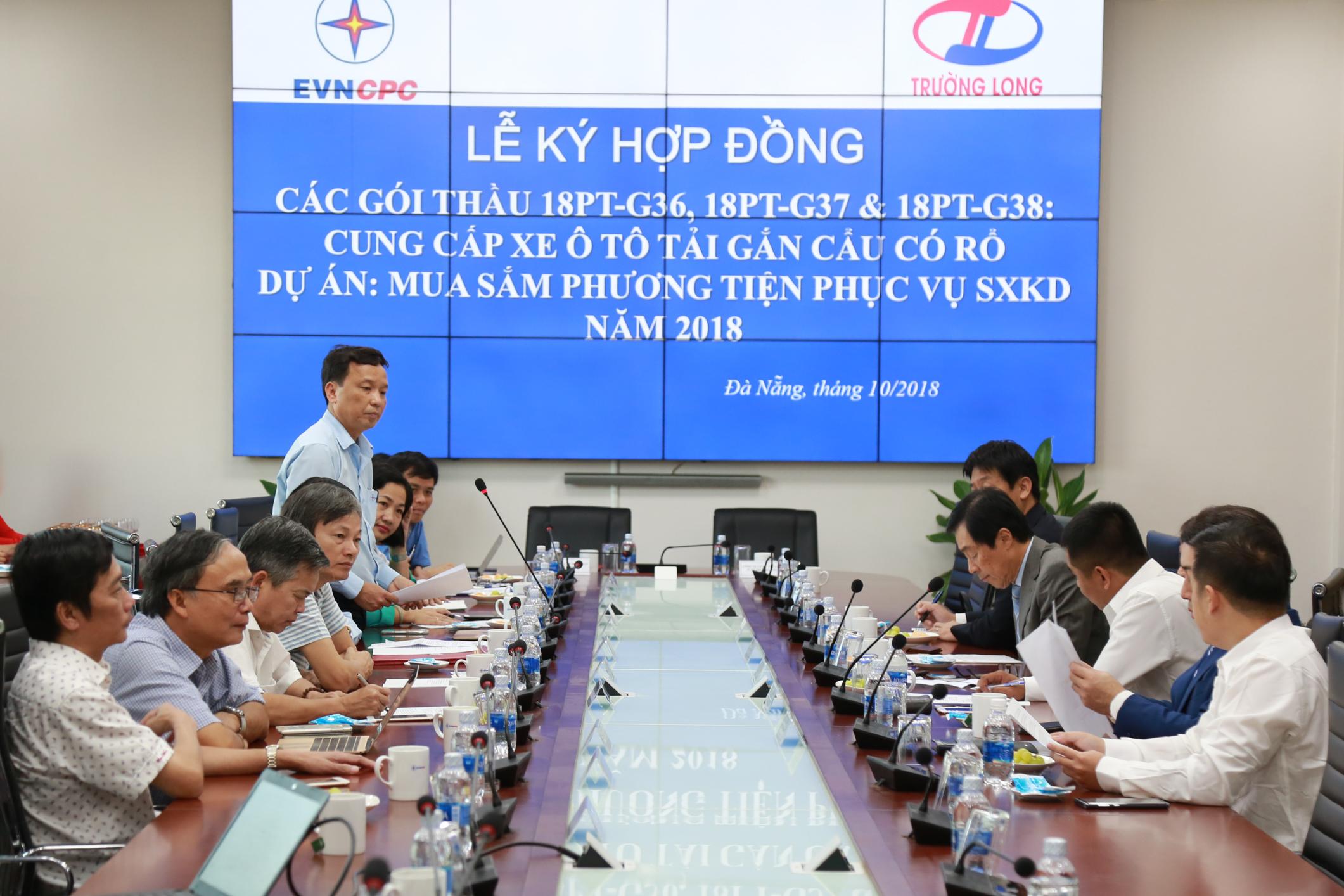EVNCPC: Tổ chức ký kết hợp đồng cung cấp xe ô tô tải