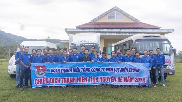 """Chùm ảnh: Đoàn thanh niên EVNCPC """"Kết nối yêu thương"""" đến đồng bào vùng SOS – Dioxin"""