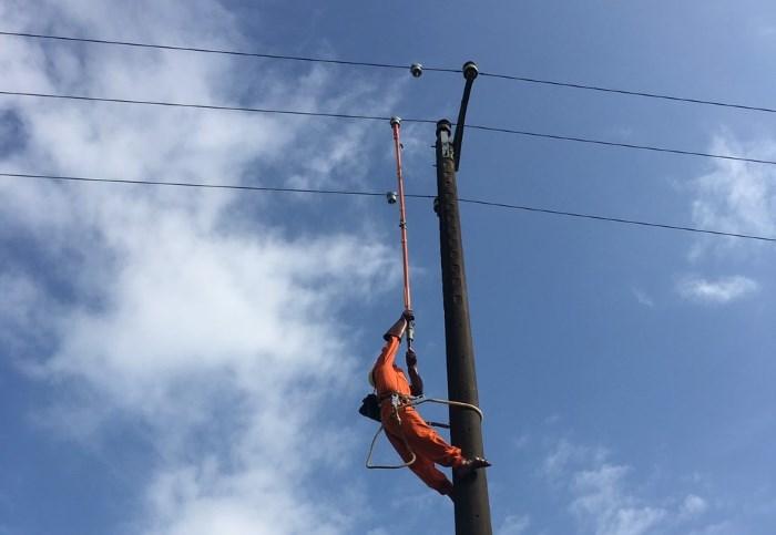 PC Quảng Nam: Lắp đặt thiết bị cảnh báo sự cố lưới điện