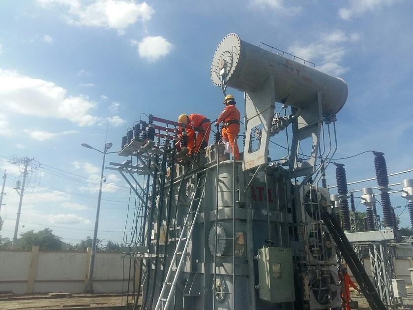 Quảng Ngãi: Đóng điện đưa vào vận hành an toàn máy biến áp AT1 trạm biến áp 110kV Tư Nghĩa