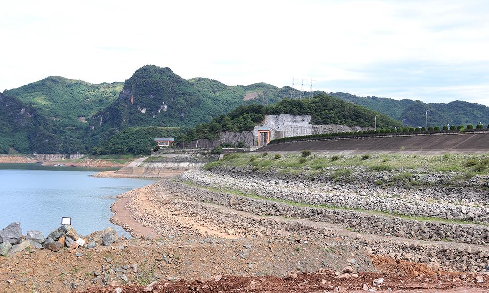 Mức nước nhiều hồ thủy điện phía Bắc xuống thấp gây nguy cơ ảnh hưởng đến cung cấp điện
