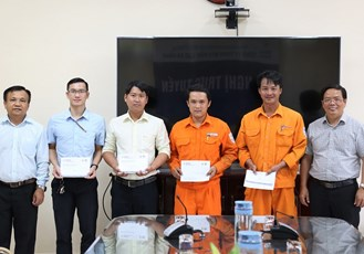 Da Nang PC rewarded workers who found and returned the lost items